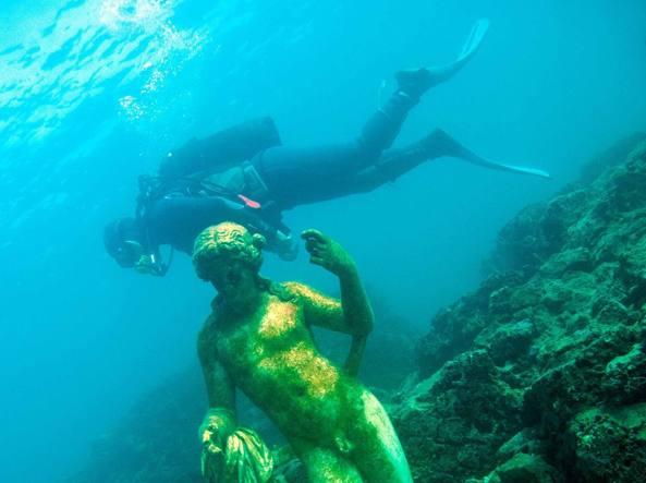 Le statue del Ninfeo, sommerse a Napoli