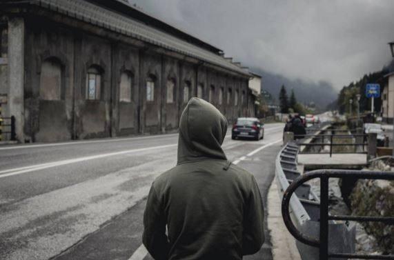 Un migrante al Passo del Brennero (Majlend Bramo)