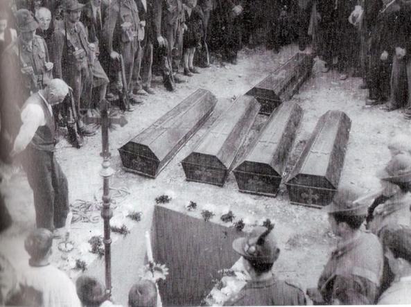 I funerali della strage di Torlano