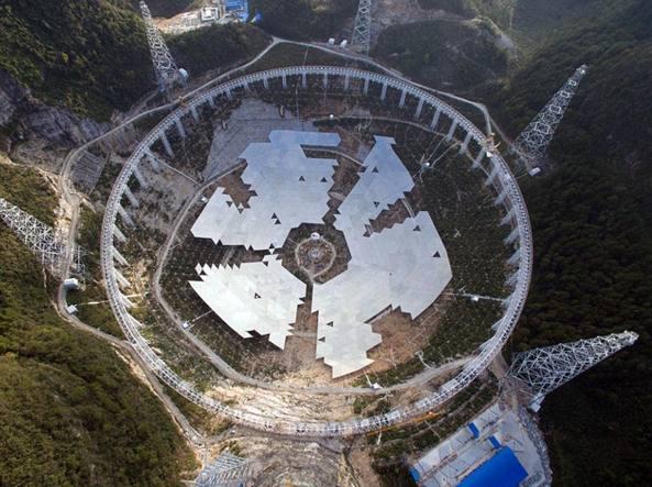 Il radiotelescopio in costruzione in Cina (Xinhua)