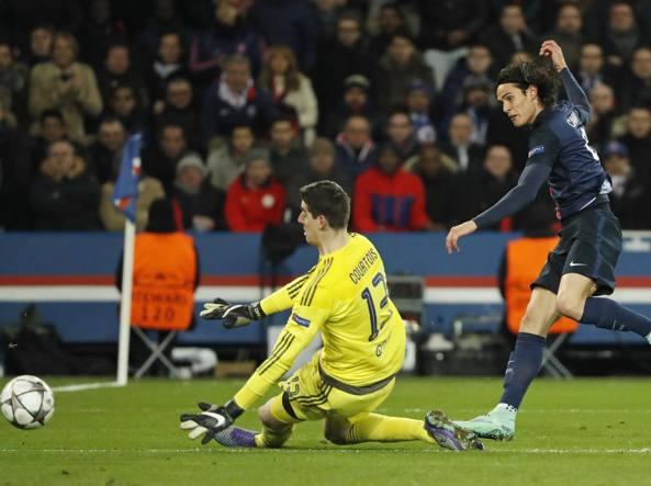 Cavani realizza il gol del 2-1 sul Chelsea (Reuters)