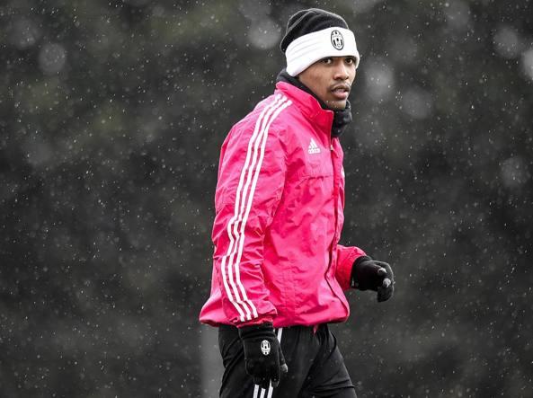 Alex Sandro durante l'allenamento del 16 febbraio a Vinovo (LaPresse/Badolato)