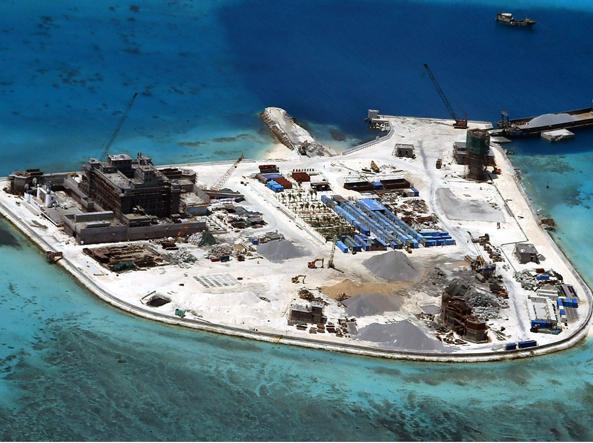 Cantieri aperti nell'isola di Paracel in un'immagine delle Forze armate filippine (Epa)