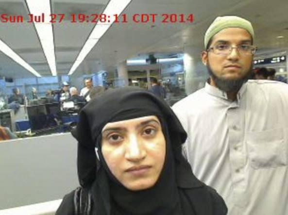 L'immagine fornita dalla polizia doganale americana di Syed Rizwan Farook con la moglie Tashfeen Malik