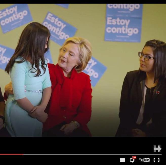 Hillary a una bambina ispanica«Ci penso io, non sarai deportata»