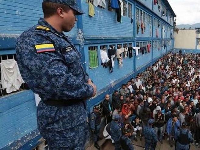 A Bogotà il carcere dell'orrore: trovati cento  corpi smembrati