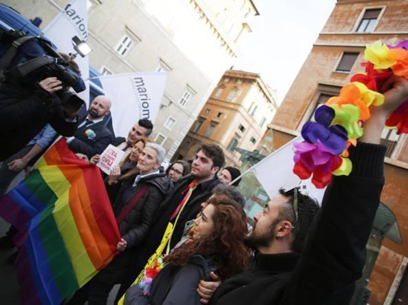 Manifestazione LGBT fuori da Palazzo madama (Jpeg)