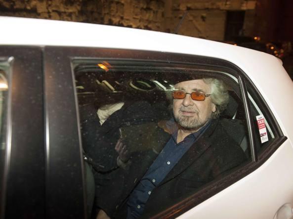 Grillo all'arrivo al Teatro Brancaccio di Roma (LaPresse)