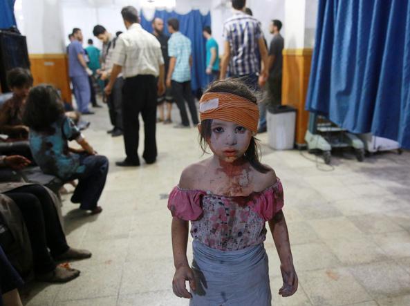 Una delle immagini che hanno vinto il World Press Photo mostra una ragazzina ferita in un ospedale di Douma (Epa/Abd Doumany)