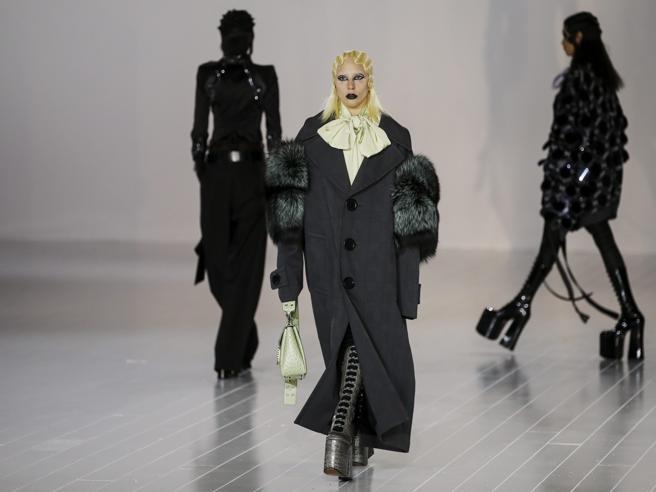 Lady Gaga stupisce ancora: in versione punk sfila per Marc Jacobs a New York