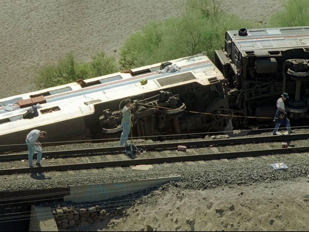 Treno mistero giallo deragliamento incidente morti - Letto di un fiume in secca ...