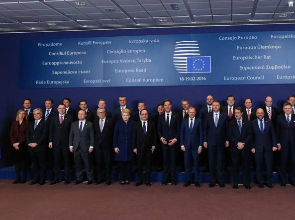 La foto di famiglia dell'ultimo Consiglio europeo (Afp)