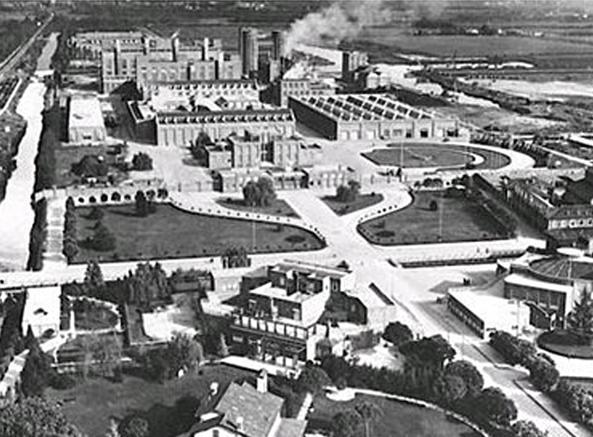Una veduta aerea di Torviscosa negli anni '40