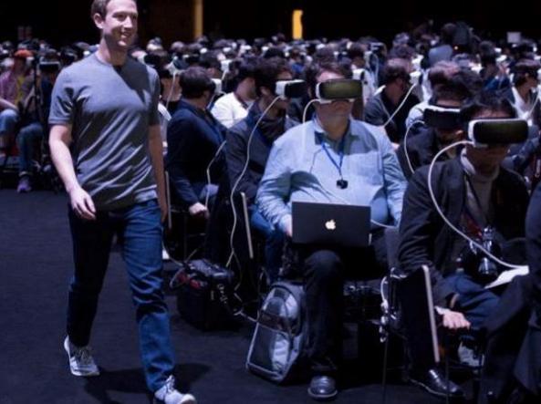 Zuckerberg tra i giornalisti «bendati» dal visore
