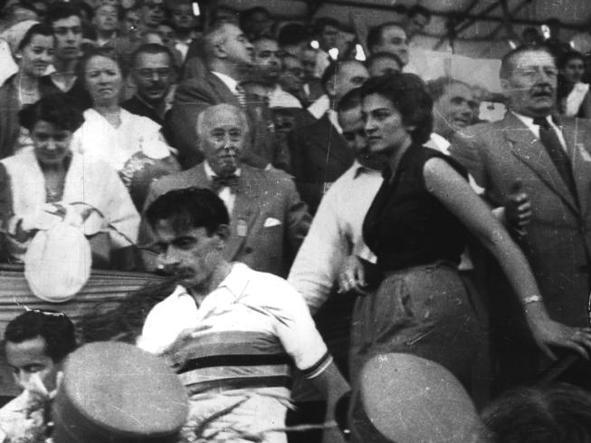 Fausto Coppi e Giulia Occhini, soprannominata la �Dama Bianca�. Lui aveva una moglie, lei un marito quando divennero amanti. La Occhini fu arrestata per adulterio e nel processo successivo (1955) condannata a tre mesi di carcere, il Campionissimo  a  due mesi