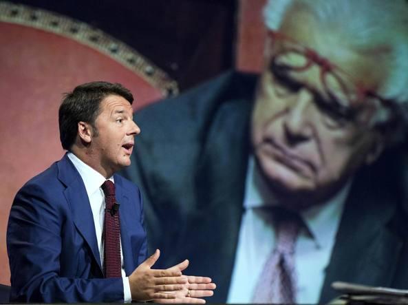 Il premier Renzi e, sullo sfondo, Verdini (LaPresse)