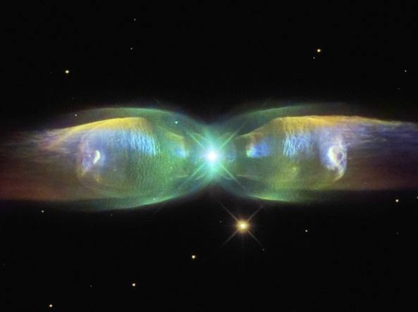 La Nebulosa Ali di farfalla M2-9 (Hubble)