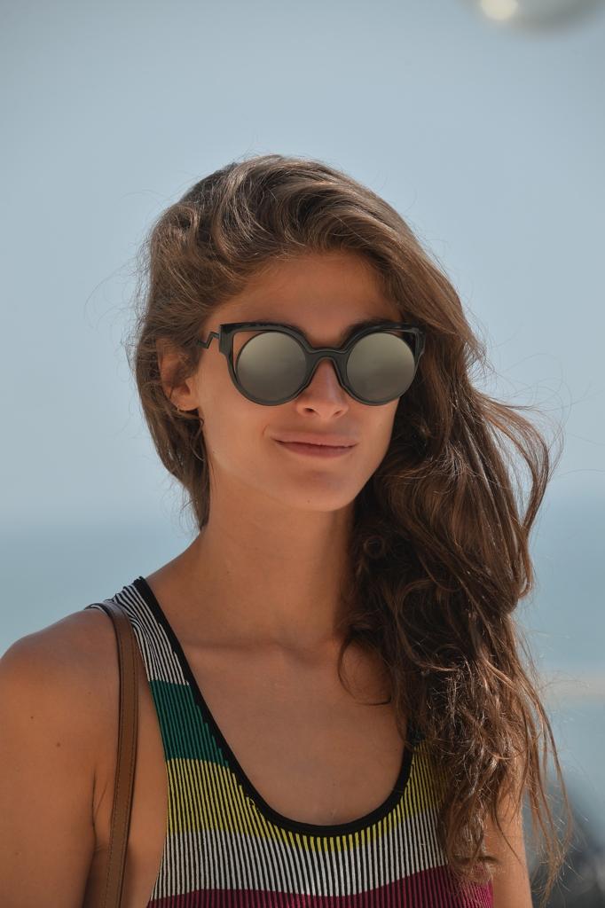 A Forma Di Gatto E A Specchio Gli Occhiali Da Sole Di
