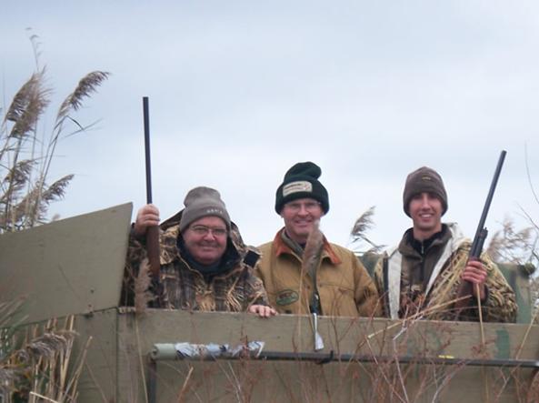 Il giudice Antonin Scalia insieme a due compagni di caccia