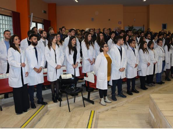 Gli studenti aspiranti medici dell'università romena di Enna (foto Angelo Cappa)