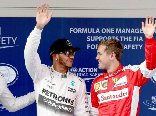 Hamilton e Vettel dopo le qualifiche al Gp di Cina 2015 (Epa)