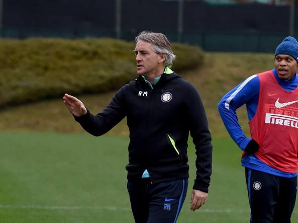 Il tecnico dell'Inter Roberto Mancini guida  l'allenamento  (Getty Images)