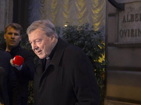 George Pell  lascia l'hotel Quirinale a Roma dopo la deposizione (Ap)