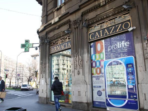 Farmacia di piazza Caiazzo a Milano (Newpress)