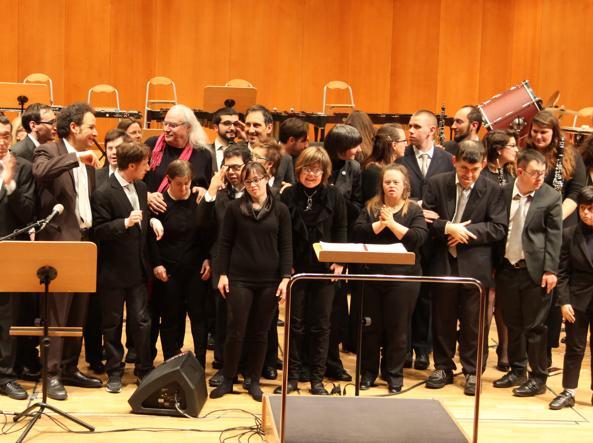 L'Orchestra AllegroModerato sul palco con Franco Mussida (foto Roger Balzan)