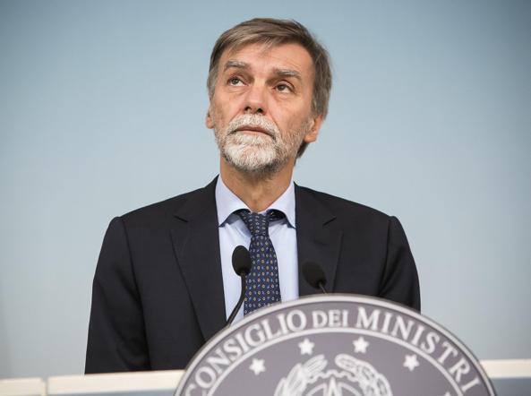 Il ministro dei Trasporti Graziano Delrio (Ansa/Lami)