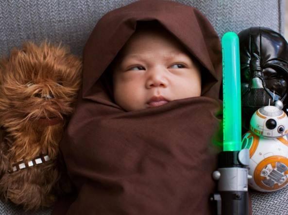 Max in versione Star Wars: il papà Mark Zuckerberg non si fa problemi a postare foto della piccola sulla sua creatura Facebook