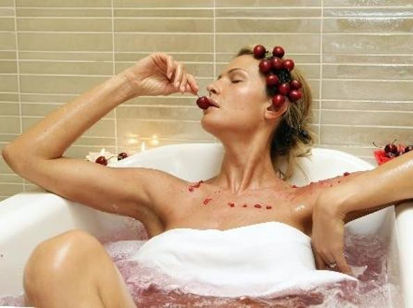 Una vasca da bagno con idromassaggio