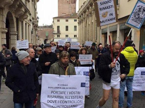 Il corteo dei risparmiatori della Popolare di Vicenza