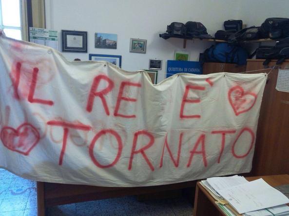 Lo striscione sequestro dalla questura di Catania