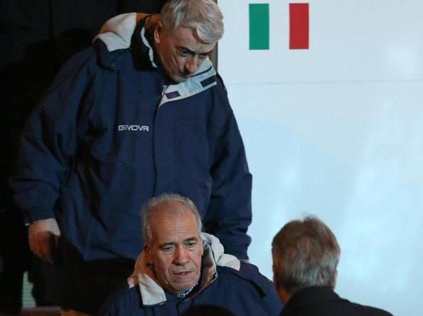 Pollicardo e  Calcagno scendono dall'aereo a Ciampino, accolti da Gentiloni (Ansa)