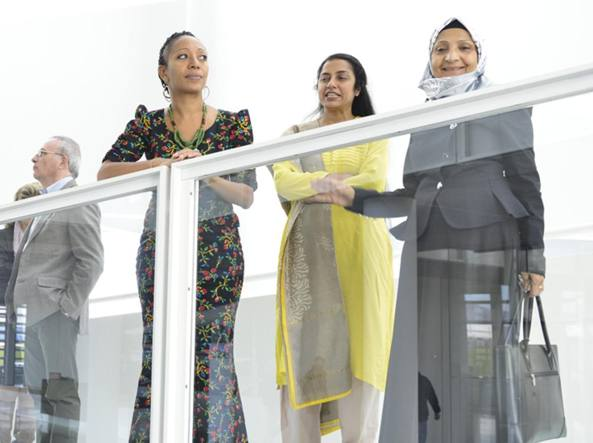 In primo piano, tre delle componenti della giuria: Samia Nkrumah, Suhasini Mani Ratnam e Shaikha Al Maskari