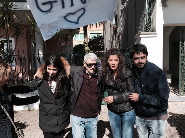 Gino Pollicardo, con la moglie Ema e i figli Gino Junior e Jasmine (Ansa/Carenini)