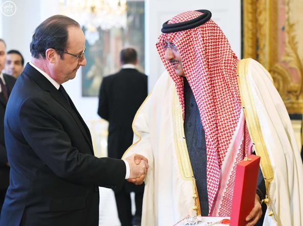 Mohammed ben Nayef riceve la Legion d'onore da Fran�ois Hollande