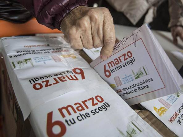 Uno dei seggi delle primarie di domenica 6 marzo (Jpeg)