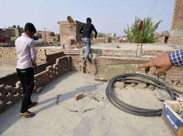 La terrazza dove è stata ritrovata la quindicenne indiana  stuprata e bruciata viva