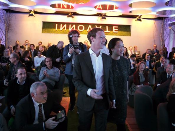 Mark Zuckerberg con la moglie Priscilla Chan (Ap)