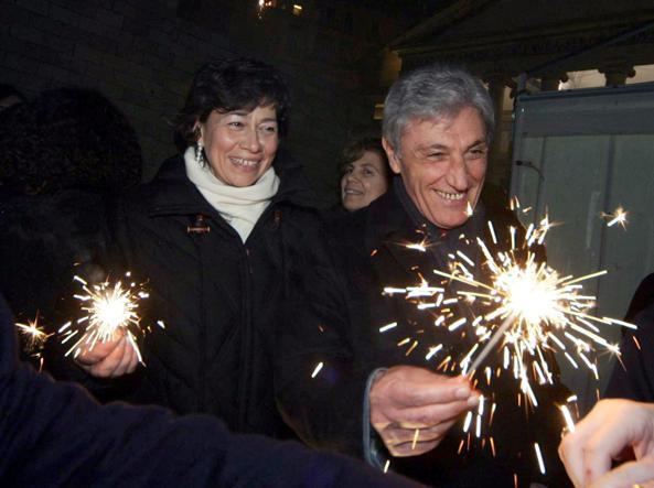 Anna Maria Carloni con il marito Antonio Bassolino (Ansa)