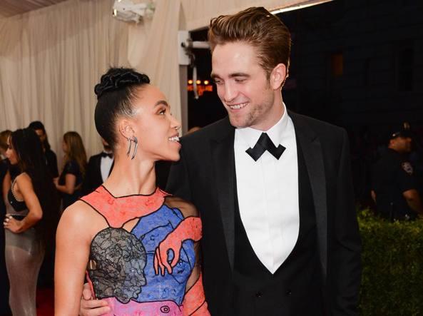 Robert Pattinson  con la fidanzata FKA Twigs (Olycom)