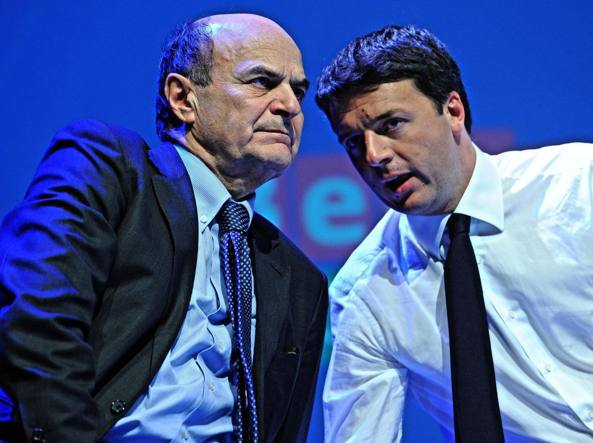 Pierluigi Bersani e Matteo Renzi in una foto del febbraio 2013 (Ansa)