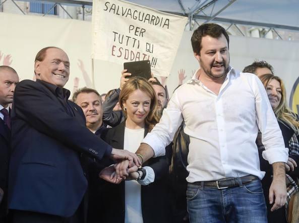 Silvio Berlusconi, Giorgia Meloni e Matteo Salvini a Bologna lo scorso novembre (Foto MIstrulli)