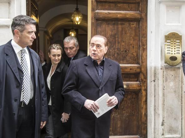 Berlusconi esce dalla casa di Pannella (Jpeg)