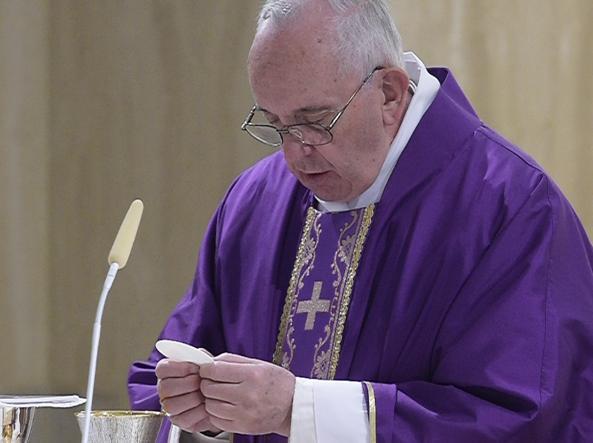 Papa Francesco celebra messa in Casa Santa Marta  (LaPresse)