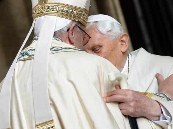 Ratzinger e Bergoglio (Afp9