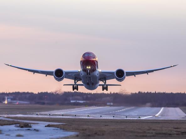 Il decollo di uno dei Boeing 787 Dreamliner di Norwegian Air Shuttle