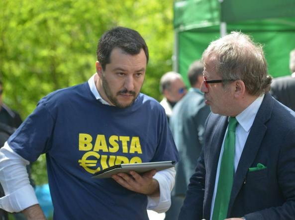 Il segretario della Lega, Matteo Salvini, e il governatore lombardo Roberto Maroni